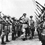 Le truppe inglesi rendono l'onore delle armi al duca d'Aosta